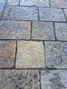limpieza de suelo con manchas de aceite